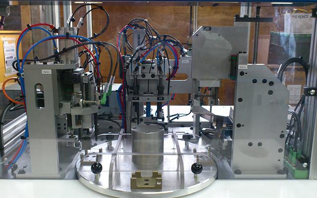 Machine spéciale Poste semi auto d'assemblage et de controle automobile